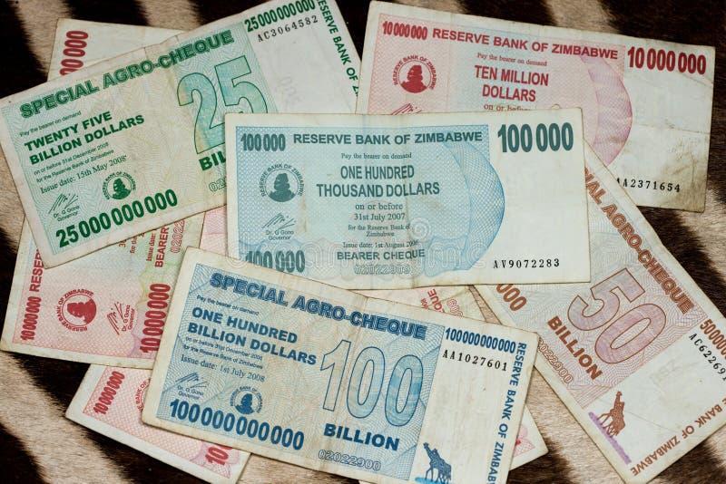 Dinero en circulación oficial de Zimbabwe 2 foto de archivo libre de regalías