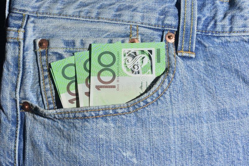 Dinero en el bolsillo imágenes de archivo libres de regalías