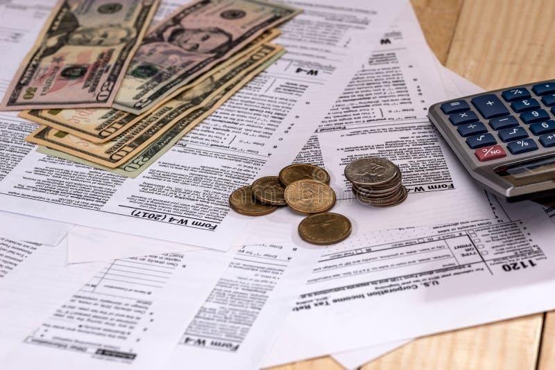 dinero en el fondo del impuesto imagenes de archivo