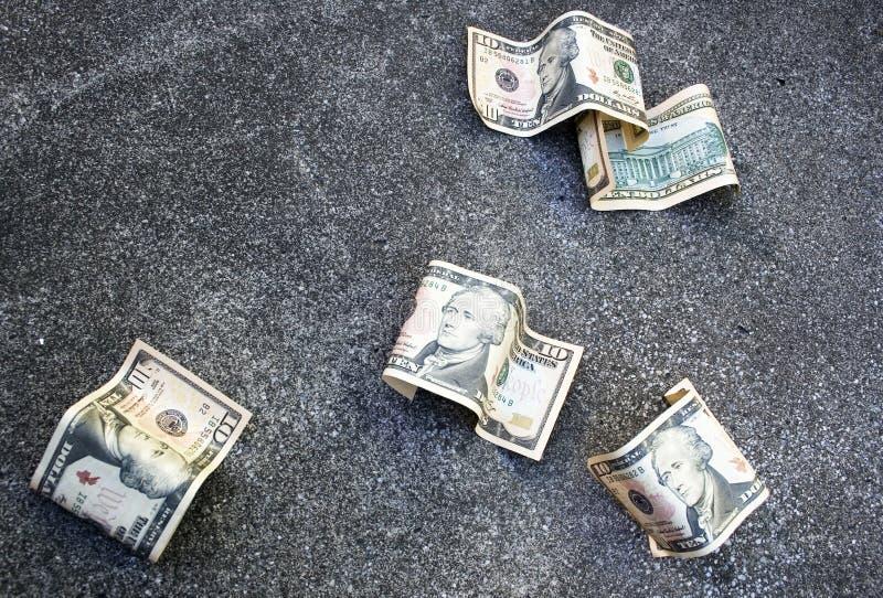Dinero en la tierra imágenes de archivo libres de regalías