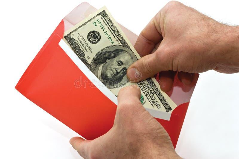 Dinero en un sobre fotos de archivo libres de regalías
