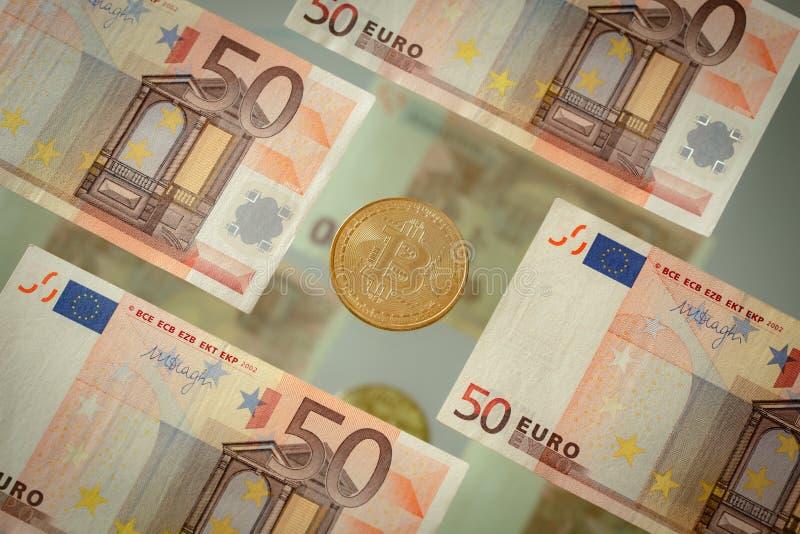 Dinero europeo, euro de los billetes de banco 50 y bitcoin virtual de la moneda fotos de archivo