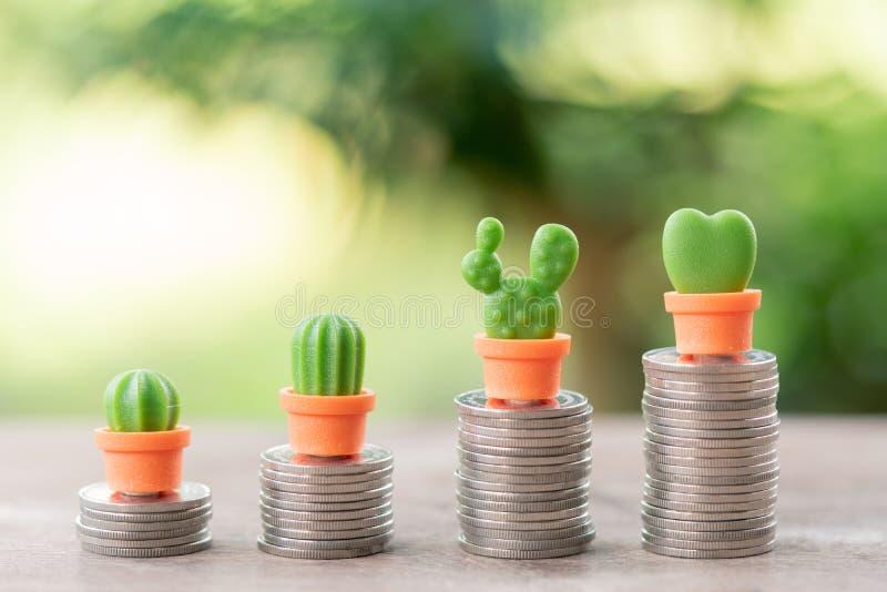 Dinero, financiero, concepto del crecimiento del negocio, pila de monedas al thi fotografía de archivo libre de regalías