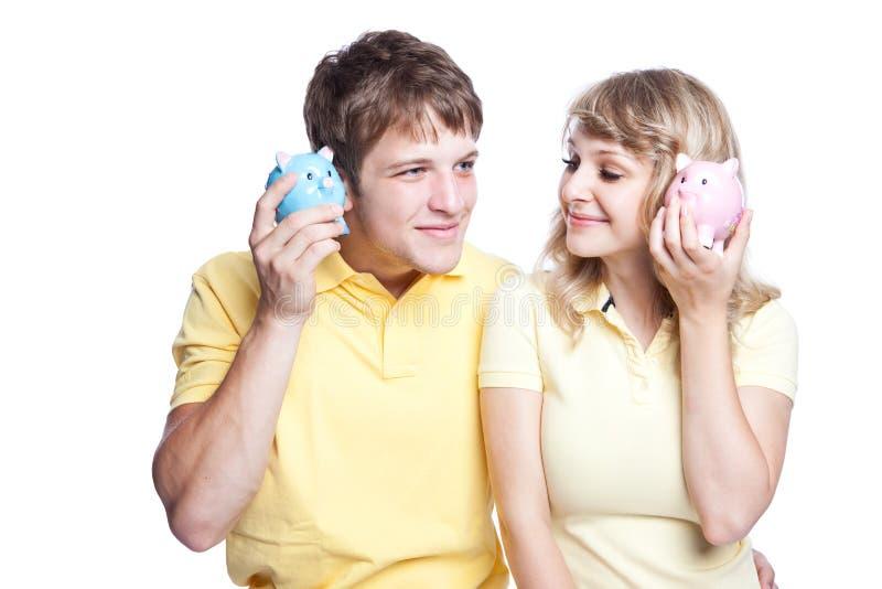 Dinero joven del ahorro de los pares fotos de archivo libres de regalías