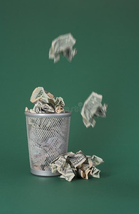 Dinero perdido - cuentas de dólar fotografía de archivo libre de regalías