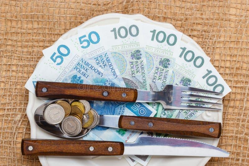Dinero polaco en la tabla de cocina, costa de la vida fotografía de archivo libre de regalías