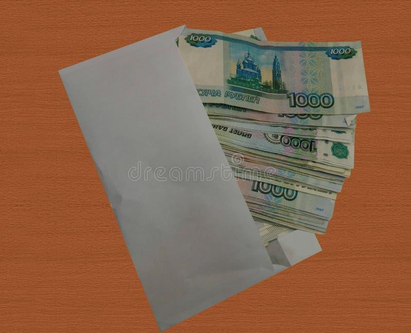 Dinero ruso en un sobre imágenes de archivo libres de regalías