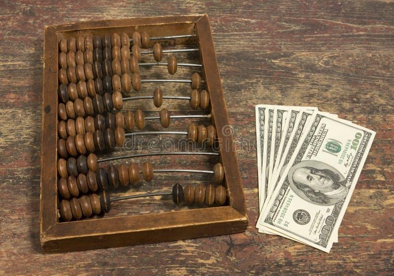 Dinero y ábaco foto de archivo libre de regalías