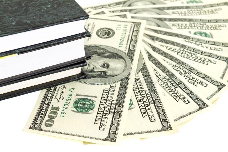 Dinero y libros fotografía de archivo libre de regalías