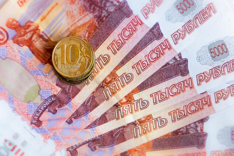 Dinero y monedas rusos imagenes de archivo