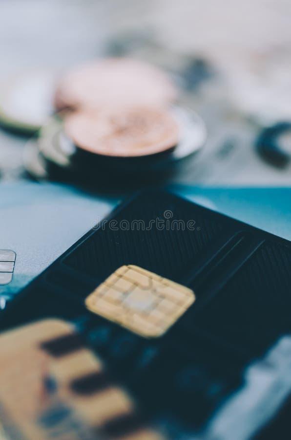 Dinero y tarjeta imagen de archivo