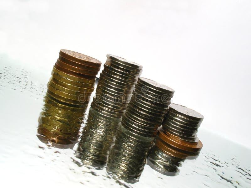Dineros en el agua fotos de archivo