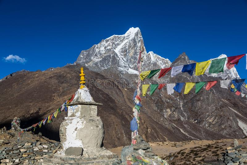 Dingboche stupa在尼泊尔 库存照片
