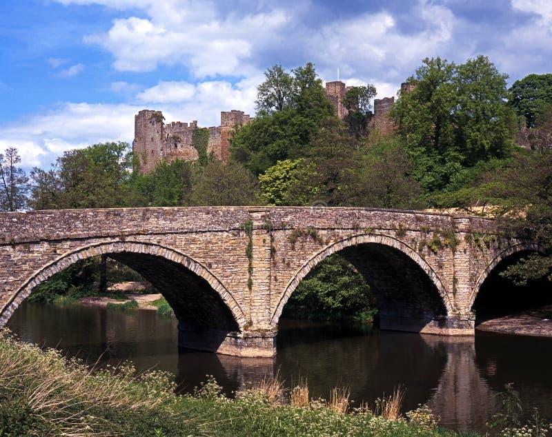 Dinham-Brücke und Schloss, Ludlow, England. stockbilder