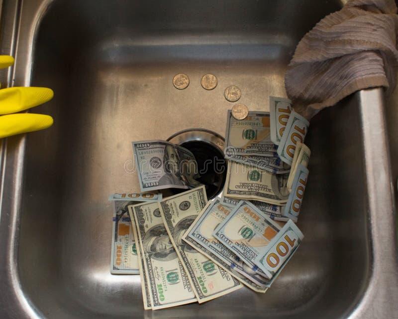 Dinheiro abaixo do dreno 2 imagens de stock