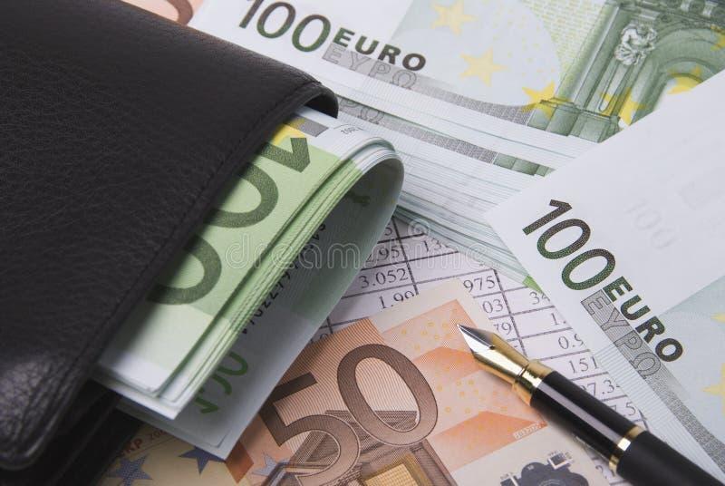 Dinheiro, bolsa e pena imagem de stock royalty free