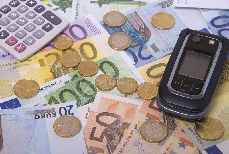 Dinheiro, calculadora e telemóvel foto de stock