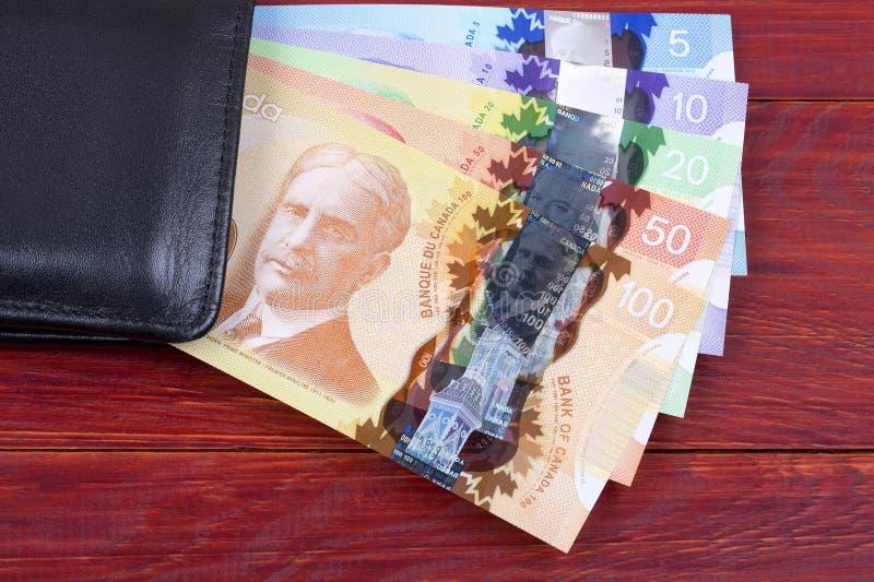 Dinheiro canadense na carteira preta foto de stock royalty free