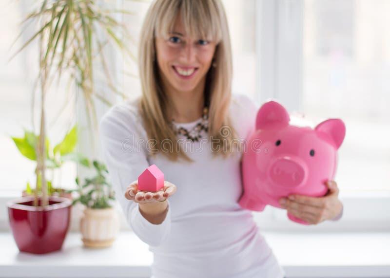 Dinheiro da economia da mulher fotografia de stock