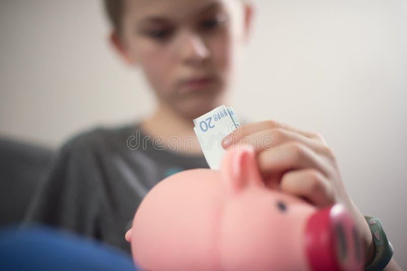 Dinheiro da economia do menino fotos de stock