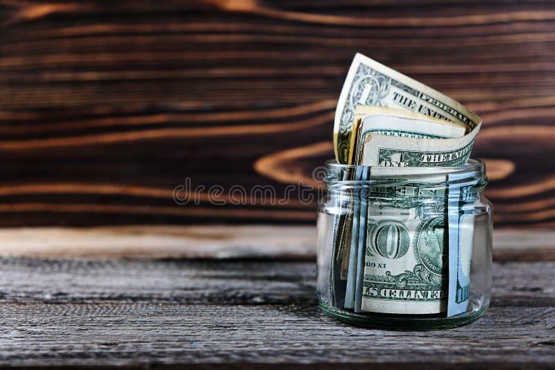 Dinheiro da economia no frasco com dólares americanos, dinheiro fotos de stock royalty free