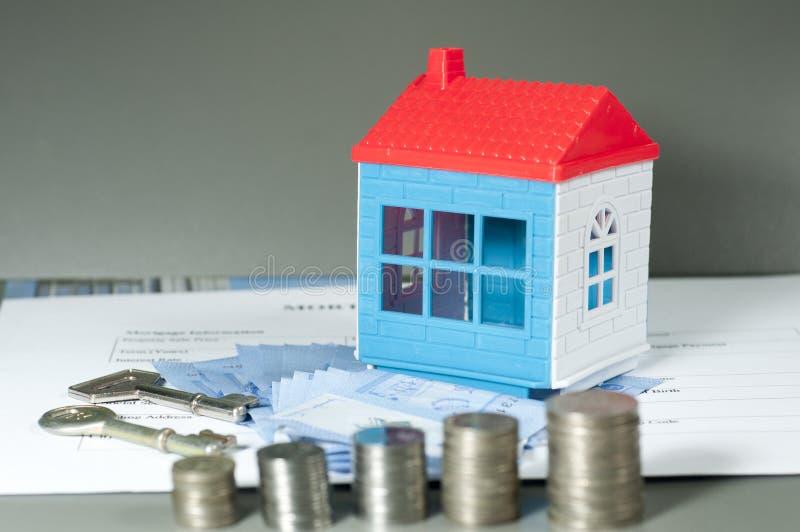 Dinheiro da economia para a casa fotografia de stock