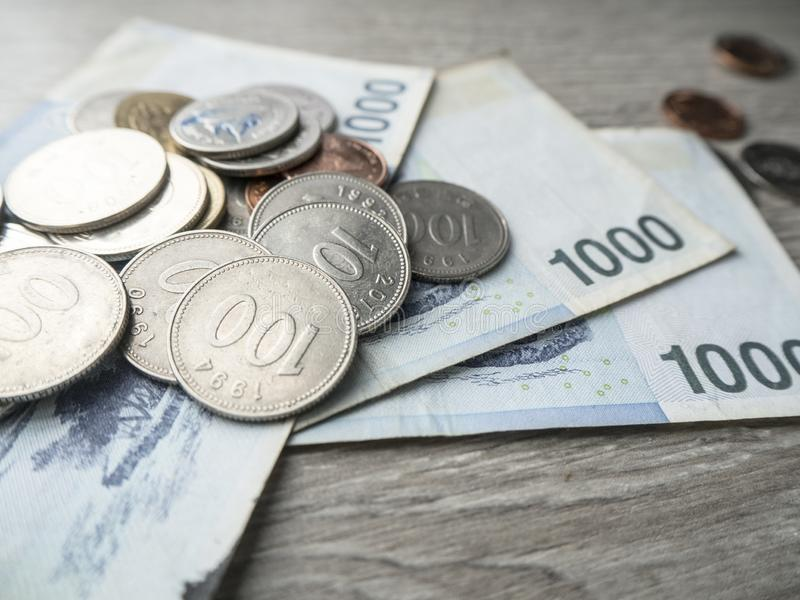 Dinheiro da economia para o investimento futuro fotografia de stock