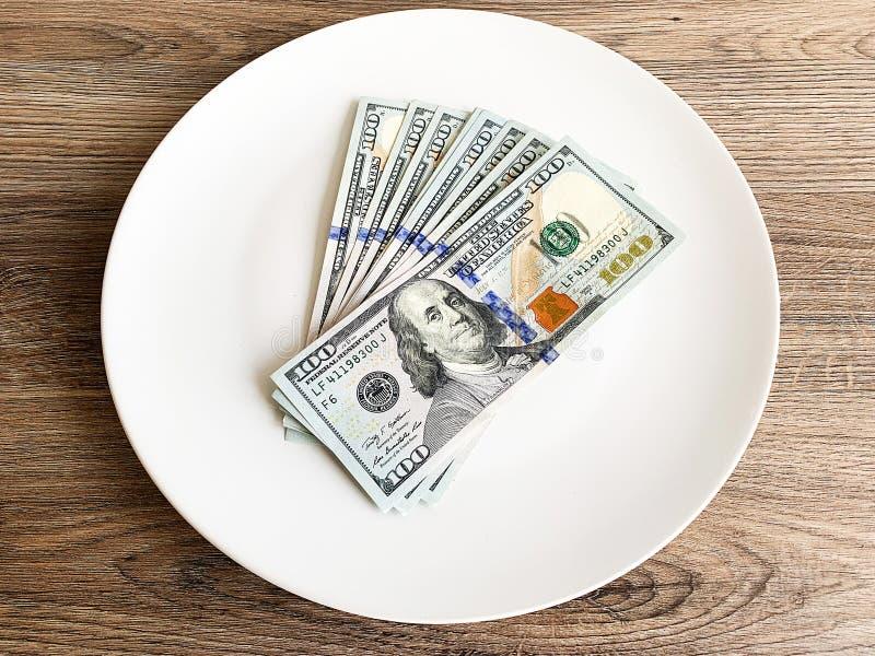 Dinheiro da finan?a Close up em d?lares americanos da placa imagens de stock