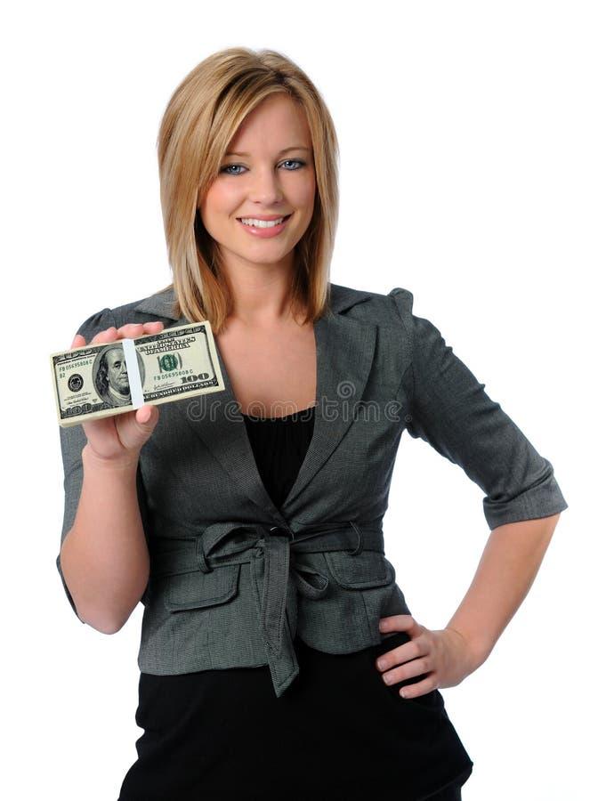 Dinheiro da terra arrendada da mulher foto de stock