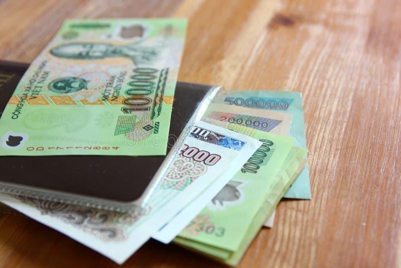 Dinheiro de Dong Vietnam C?dulas vietnamianas muitas valor Imagem de Ho Chi Minh na c?dula foto de stock