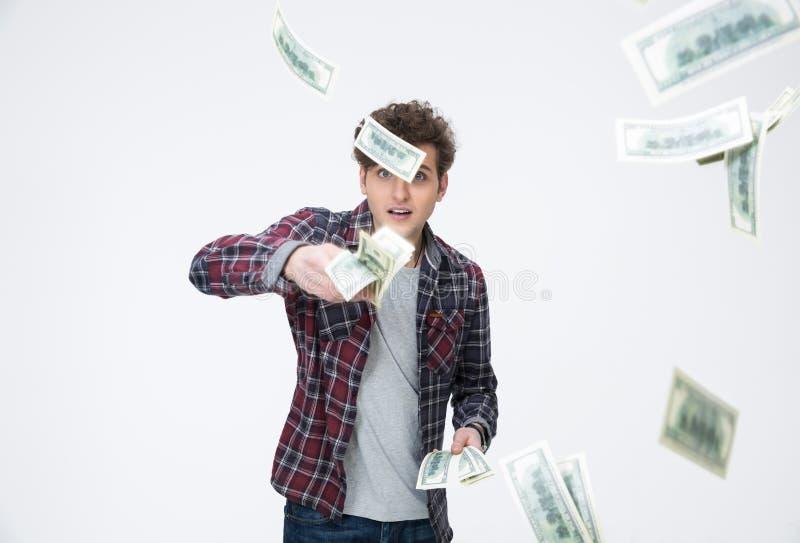 Dinheiro de jogo do homem considerável no ar imagens de stock royalty free