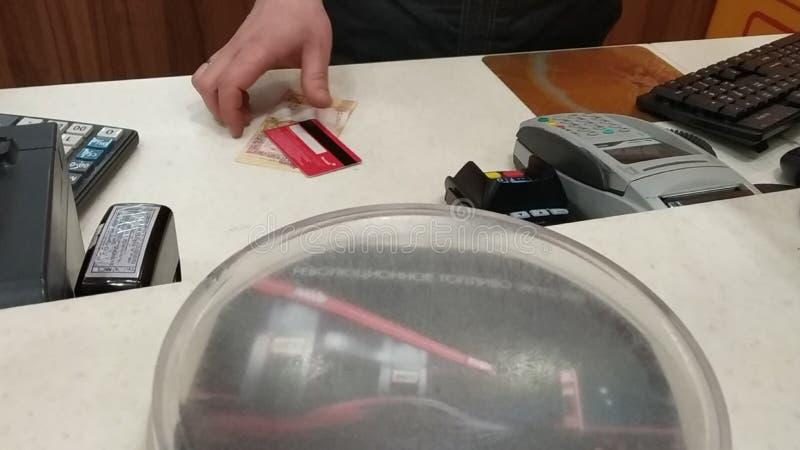 Dinheiro de 2money de 20 rublos de Republic of Belarus o cartão plástico, uma placa para a recepção do dinheiro, a calculadora, o foto de stock royalty free