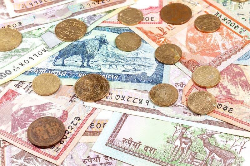 Dinheiro de Nepal, das várias cédulas da rupia e das moedas fotografia de stock