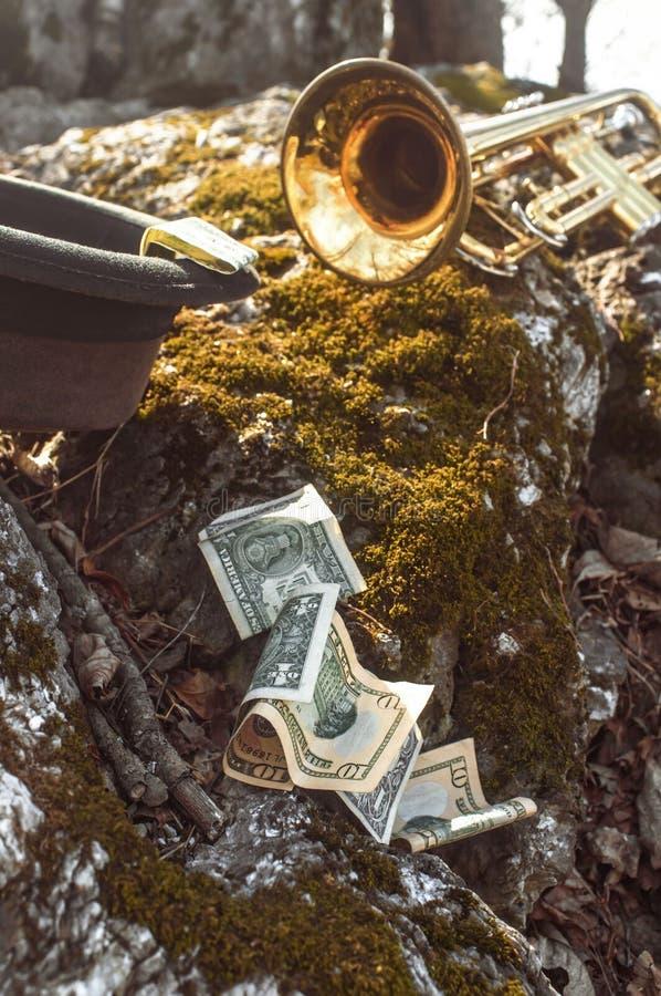 Dinheiro do chapéu da trombeta foto de stock royalty free