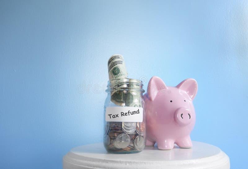 Download Dinheiro Do Reembolso De Imposto Imagem de Stock - Imagem de dólar, moedas: 107525889