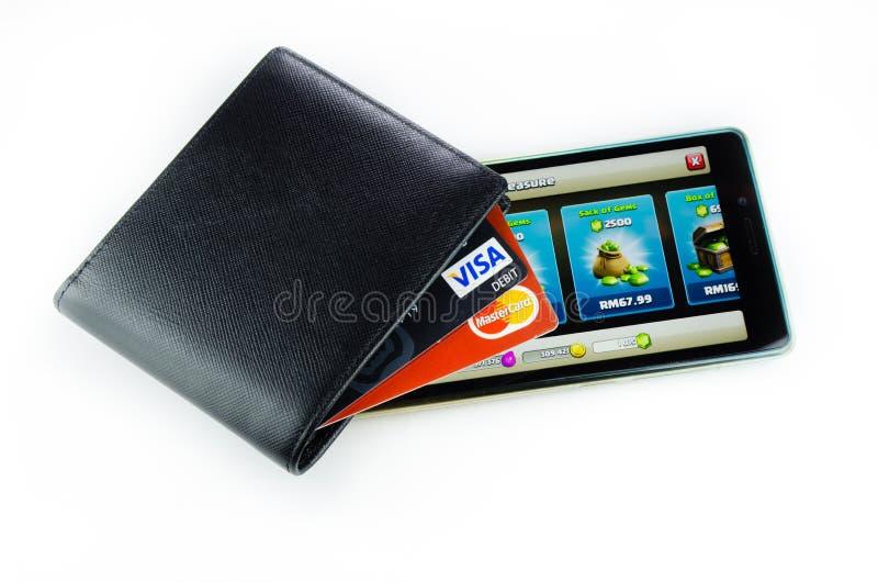 Dinheiro e telefone isolados no fundo branco fotografia de stock royalty free