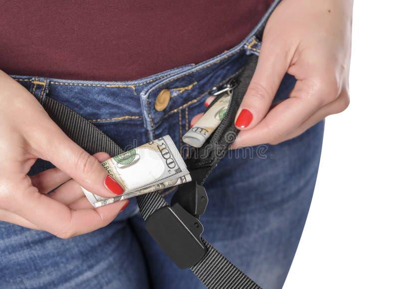 Dinheiro em um bolso secreto da correia imagens de stock
