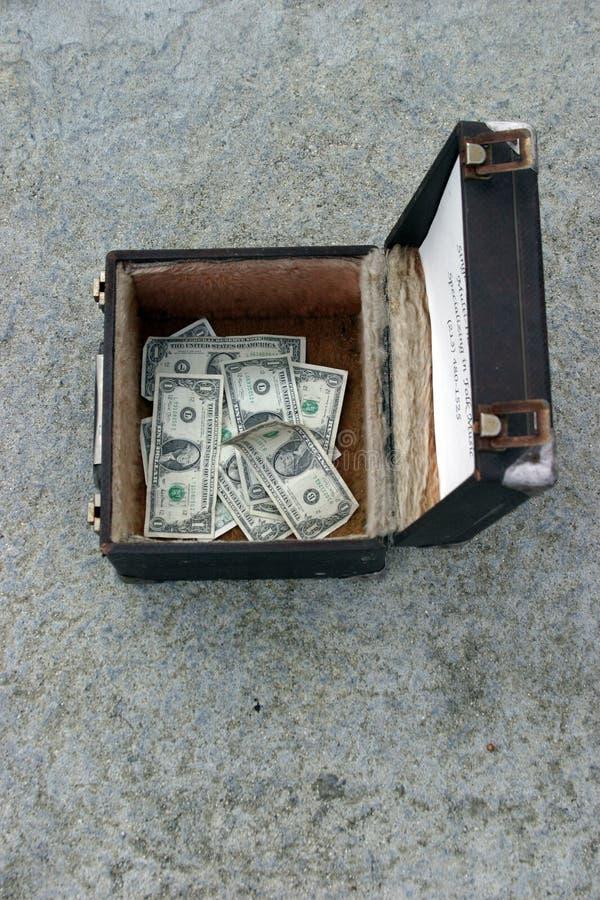 Download Dinheiro em uma caixa imagem de stock. Imagem de tomada - 57877