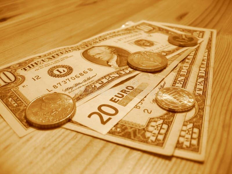 Dinheiro europeu e americano