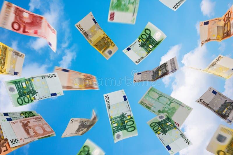 Dinheiro Fallig do Euro para baixo foto de stock