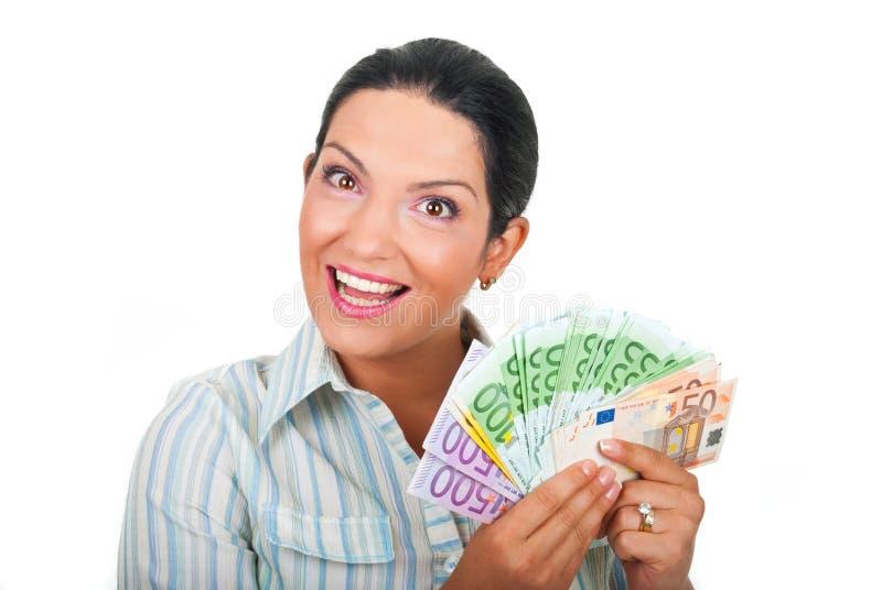 Dinheiro feliz da terra arrendada da mulher imagem de stock royalty free