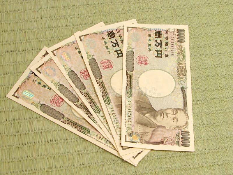 Dinheiro japonês no assoalho de tatami imagem de stock royalty free