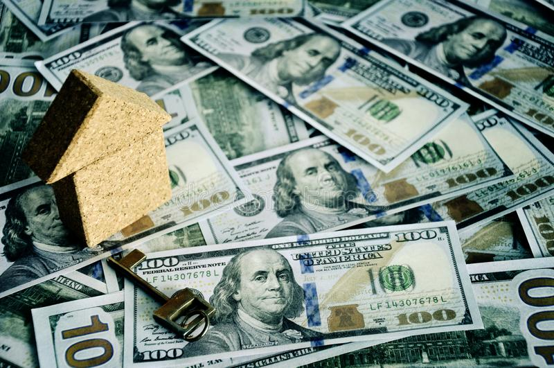 Dinheiro mensal da economia e do planeamento para a finança do negócio da despesa e o conceito do empréstimo fotos de stock