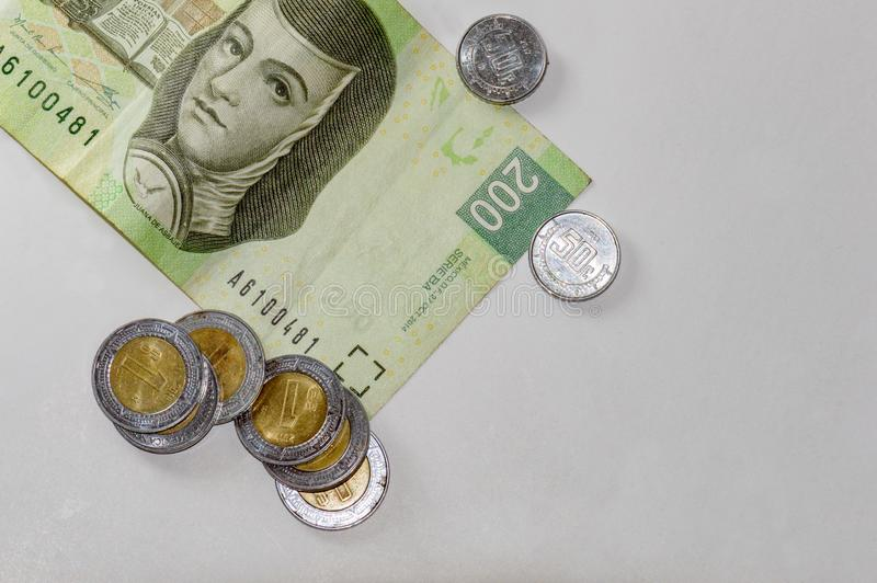Dinheiro mexicano no branco Sala para o texto fotos de stock