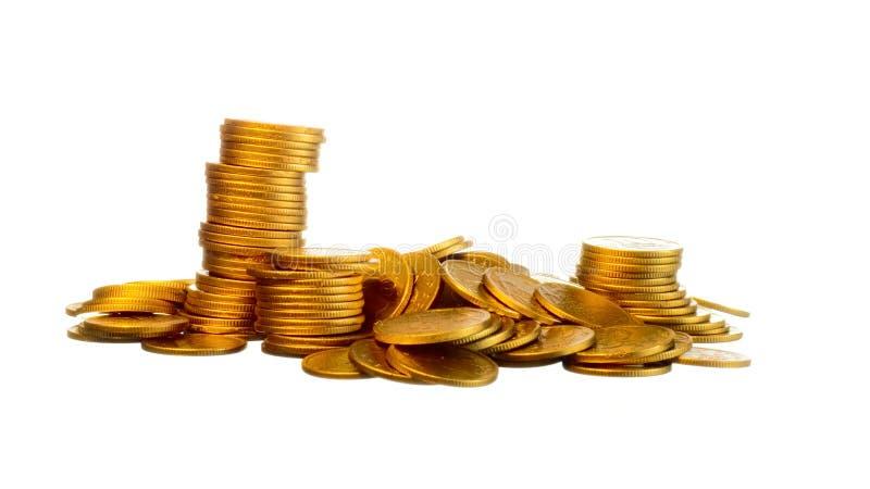 Dinheiro, moedas de ouro no branco foto de stock royalty free