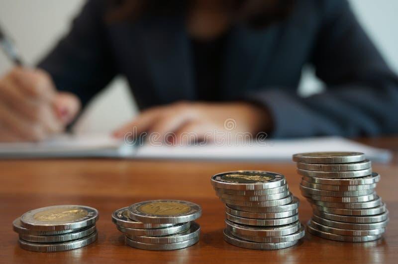 Dinheiro na contabilidade da finança Conceito do dinheiro da economia imagens de stock royalty free