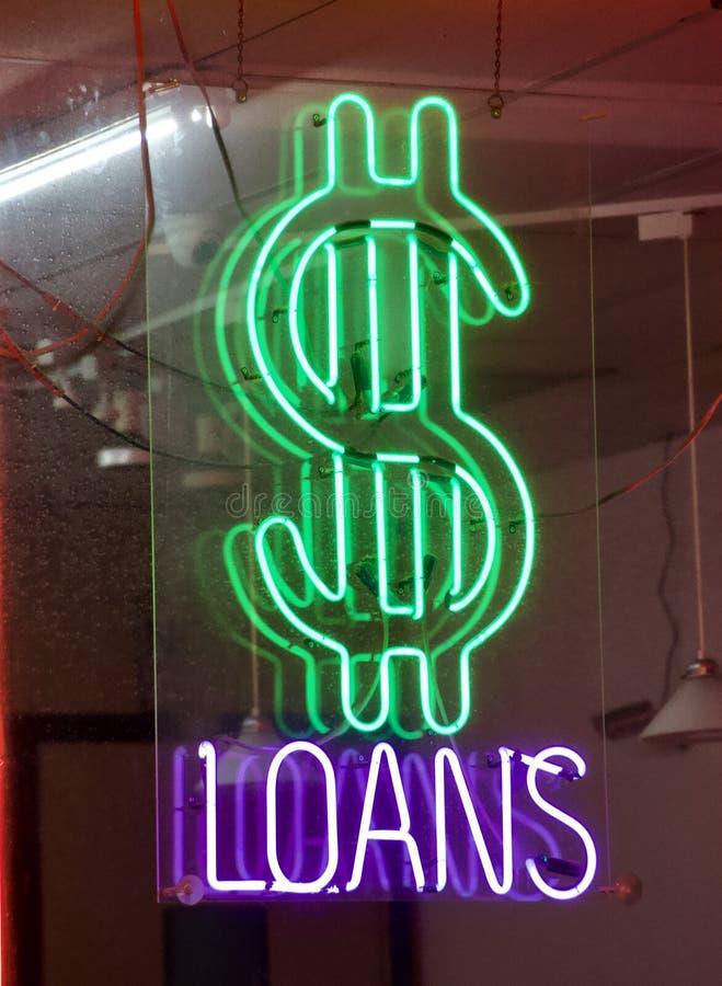 Dinheiro para emprestar o sinal dos empréstimos de dinheiro imagem de stock