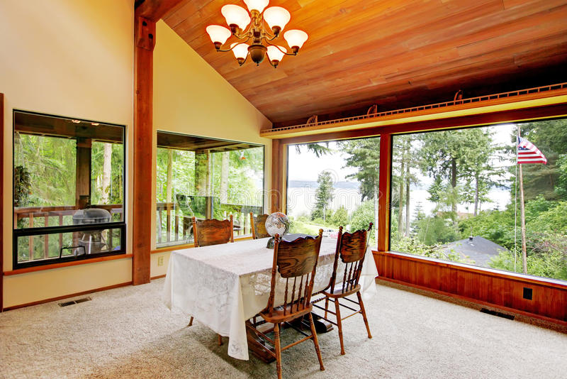 Dining Room In Log Cabin House Stock Photo - Image: 41543079