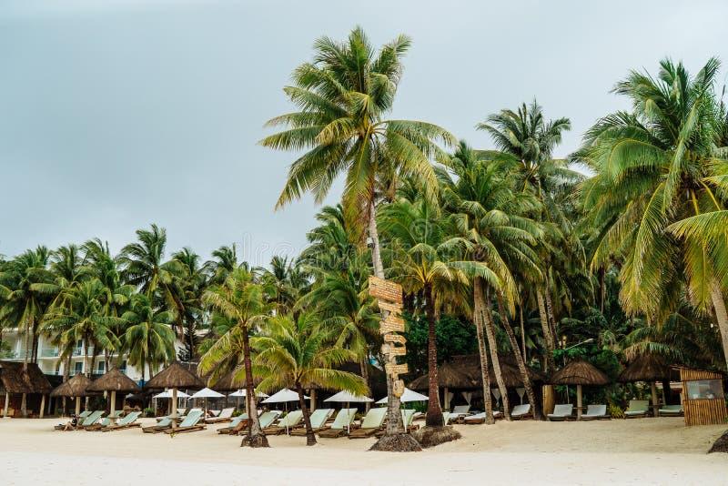 Diniwid strandsikt, vit-sand strand i den Boracay ön i det filippinskt arkivbilder