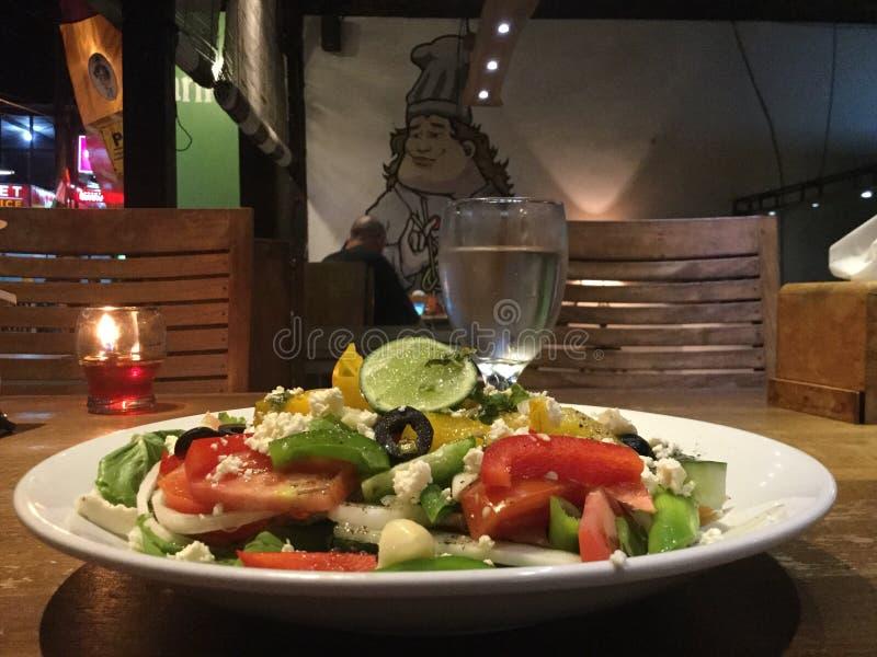 dinner grecka sałatka zdrowy posiłek zdjęcie royalty free